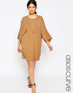 Kleid in Übergröße von ASOS CURVE weiches Jersey Rundhalsausschnitt Kimonoärmel übergroße, weite Passform Maschinenwäsche 96% Viskose, 4% Elastan Model trägt UK-Größe 18/EU-Größe 46/US-Größe 14 und ist 178 cm/5 Fuß 10 Zoll groß