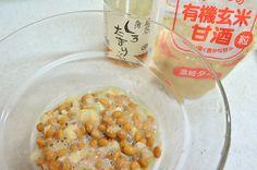 茨城県の郷土料理【そぼろ納豆】をご存じですか? 茨城県といえば納豆、数ある納豆の中で特に注目したいのがご当地ソウルフード【そぼろ納豆】 茨城県郷土料理のひとつなのですが、意外と知らない方も多いこの【そぼろ納豆】。 発酵食品が激アツな昨今、最強の組み合わせなのはご存じでしょうか。 【そぼろ納豆】とは、納豆に切干大根と調味料を混ぜ込んだおかず納豆のこと。 かつては各家庭で作られ、それぞれの味があり、おふくろの味のひとつでもありました。 今では大手メーカーをはじめさまざまなタイプのものが市販品で売られています。 しかし、味付けの調味料に添加物も使われることも多く、本来の発酵食の良さや切干大根の栄養価などが活かされきれていないのは残念なこと。 それに、発酵調味料を混ぜるだけで簡単にできる、これなら自分で作れば安心、美味しい。 これまで何度かINYOUでは、納豆×切干大根の組み合わせについて触れてきました。 ↓↓ 過去記事はこちら ↓↓ 現代人に多い脳梗塞の原因になる血栓予防に!発酵食品の中で最強のプロバイオティクス食品の納豆を一日2個続けるメリット。…