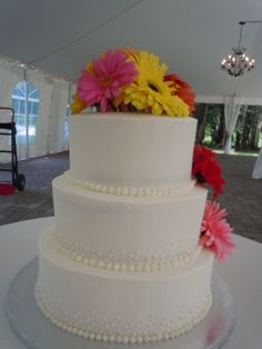 Wedding Cake with Gerber Daisies.