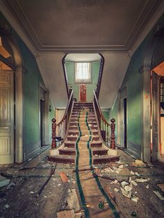 We see abandoned houses, abandoned hotels, even abandoned staircases and broken windows, doors on such a regular basis that we barely even notice them. However, some abandoned places are truly stun… Abandoned Buildings, Abandoned Property, Abandoned Castles, Old Buildings, Abandoned Places, Derelict Places, Old Mansions, Abandoned Mansions, Beautiful Ruins