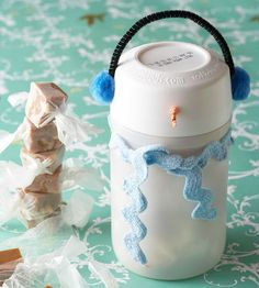 This creative and simple snowman snack holder is a quick and easy idea! More fun #craft ideas: http://www.bhg.com/christmas/crafts/christmas-snowmen-crafts/