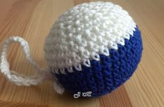 Míček+*+Kometa+Brno+*+Háčkovaný+míček+v+barvách+HC+Kometa+Brno.+Zjemné+merino+vlny,+velmi+příjemné+na+dotek.+Míček+je+měkký+a+lehký,+plněný+vatelínovými+kuličkami.+Široké+spektrum+využití+-+jako+dárek+pro+hokejové+fanoušky+-+hračka+pro+děti+i+domácí+mazlíčky+-+přívěsek+na+batoh,+tašku,+do+auta......+-+jahelníček+-+masáž,+relaxace,+terapie,+antistres+-...
