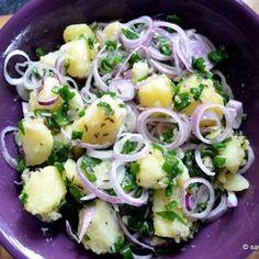 Salata calda de cartofi cu ceapa (7) Wiener Schnitzel, Vegetarian Recipes, Healthy Recipes, Healthy Food, Romanian Food, Potato Recipes, Potato Salad, Cookie Recipes, Side Dishes