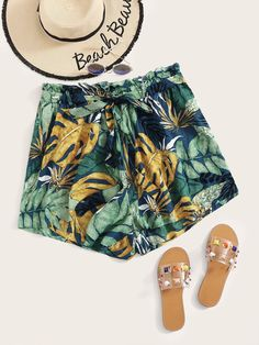 To find out about the Plus Paperbag Waist Self Belted Tropical Shorts at SHEIN, part of our latest Plus Size Shorts ready to shop online today! Boho Fashion Summer, Summer Fashion Outfits, Short Outfits, Evening Dresses Plus Size, Plus Size Dresses, Plus Size Outfits, Plus Size Tunic Dress, Plus Size Shorts, Tunic Dresses