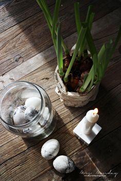 Mrs. Monday: DIY påskeegg med marmor-effekt // DIY Marble Easter Eggs