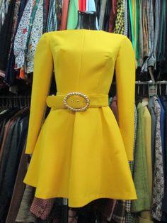 Mini vestito giallo anni 80 con cintura/ Mini yellow dress from the 80's with belt di FermataDautobus su Etsy