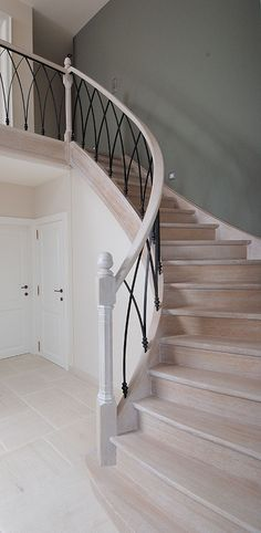 Trappen-Overview | Houtcomfort bvba Stairs Tiles Design, Balcony Railing Design, Staircase Design, Wrought Iron Garden Gates, Wrought Iron Stair Railing, Railings, Pole Barn House Plans, Staircase Makeover, Bannister