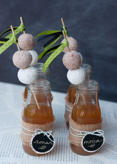 Apple cider and doughnuts—sweet fall wedding treats!
