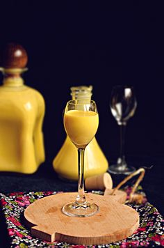 I adore cinnamon- subiektywny blog kulinarny o zapachu cynamonu: Ajerkoniak na… Homemade Alcohol, Alcoholic Drinks, Beverages, Christmas Cocktails, Polish Recipes, Irish Cream, Christmas Cooking, Bon Appetit, White Wine