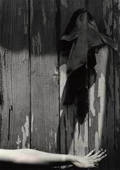 Manuel Alvarez Bravo: Ensayo para la camera bien afocado,1943. ☚