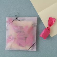 簡単だけどセンスよく見える!シンプルラッピングで大人可愛くおめかし☆ | キナリノ Handmade Accessories, Wraps, Packaging, Tote Bag, Gifts, Wrapping Ideas, Presents, Packaging Ideas, Totes