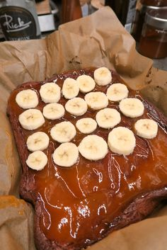 Schoko-Bananenschnitte mit Pudding - Bine kocht! Pudding, Pork, Meat, Desserts, Sheet Cakes, Kale Stir Fry, Tailgate Desserts, Deserts, Custard Pudding