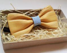 papillon in legno è la tendenza di moda oggi. Che tiene un papillon in legno nelle vostre mani vi sentirete natura calore, energia e unica Gifts For Brother, Gifts For Husband, Fathers Day Gifts, Gifts For Him, Wood Shop Projects, Wooden Bow Tie, Bow Tie Wedding, Bolo Tie, Wooden Gifts