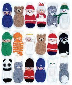 Fünfzehn schnell und einfach Strickmuster, Sachen und hängen an den Weihnachtsbaum, auf Pakete oder Kränze oder als Geschenk für kleine Kinder. Die Muster in diesem Anleitungsbuch 20 Seiten, bebilderte umfassen: Santa, Teddy, Kätzchen, Panda, Schneemann und vieles mehr. Eine ausgezeichnete