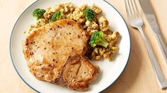 Easy Pork Chops with Stuffing. Made this May easy, good taste, tender meat. I added a can of cream of mushroom soup over all before baking. Broccoli florets add vitamins and bright color to a hearty meal of pork chops and herbed stuffing. Best Pork Chop Recipe, Pork Chop Recipes, Pork Meals, Easy Baked Pork Chops, Pork Ham, Fried Pork, Pork Chop Dinner, Stuffing Recipes, Sausage Stuffing