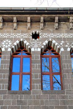 """bir doz minik güzel şey: Diyarbakır: """"Gözlerinden, gözlerinden öperim. Bir umudum sende anlıyor musun?""""*"""
