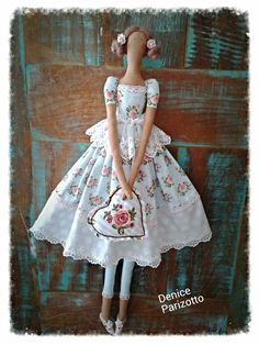 Doll Clothes Patterns, Doll Patterns, Fabric Dolls, Paper Dolls, Tilda Toy, Doll Home, Creation Deco, Doll Tutorial, Sewing Dolls