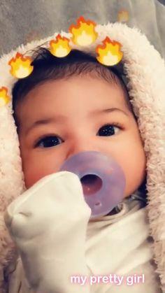 STORMI, stormi, filha de kylie jenner, no dia de hoje 3 de Março KYLIE resolveu mostrar o rostinho lindo da sua filha com o Travis Scott.