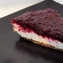 This low-carb cheesecake recipe is easy to make, requires no cooking, and you can top it in many different ways. It is sugar-free and gluten-free.