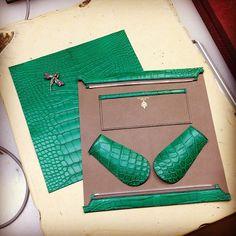 Peter Nitz Zurich - in production: Annalenna II #clutch in emerald #alligator with taupe interior