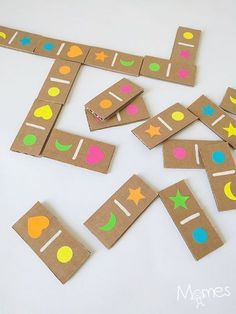 Easily make a domino game from cardboard and stickers! With this one you can play with the forms only, the colors only or the two combined for a part of domino Kids Crafts, Tree Crafts, Diy And Crafts, Craft Projects, Flower Crafts, Upcycled Crafts, Puzzles For Kids, Games For Kids, Diy For Kids