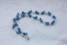 Dieses Collier aus facettiertem Glas, Achaten und Cateye-Perlen sorgen für einen einzigartigen Auftritt.  Trage Deine Perlen auf einer Hochzeit, ...
