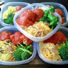 OMG, I love making turkey meatballs with spaghetti squash! :-D Meal Prep: Spaghetti squash (low carb alternative to regular spaghetti) tossed in olive oil, salt and pepper, served it with turkey meatballs and broccoli Sunday Meal Prep, Lunch Meal Prep, Healthy Meal Prep, Healthy Snacks, Healthy Eating, Healthy Recipes, Keto Recipes, Paleo Food, Healthy Breakfasts