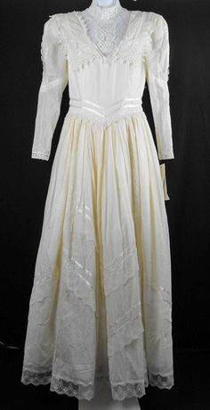 Jessica McClintock Cream Prairie Victorian Lace Wedding Dress Misses 10 - I wore this dress when I was married.