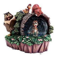 Disney The Fox and the Hound Snow Globe Cute Disney, Disney Art, Disney Pixar, Disney Stuff, World Disney, Disney Snowglobes, Disney Souvenirs, I Love Snow, Disney Rooms