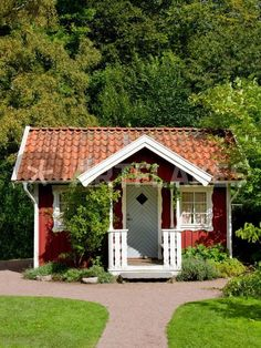 now country homes. Dude- i will totally live in a peasant house 😂 Scandinavian Cottage, Swedish Cottage, Cute Cottage, Red Cottage, Swedish House, Cottage Homes, Cottage Style, Little Cottages, Small Cottages