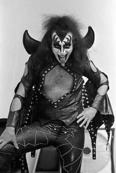 Gene Simmons bahaha the interview he did in this