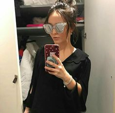 Mirrored Sunglasses, Sunglasses Women, Youtubers, Divas, Tumblers, Beauty, Iphone, Fashion, Cute Couple Pics