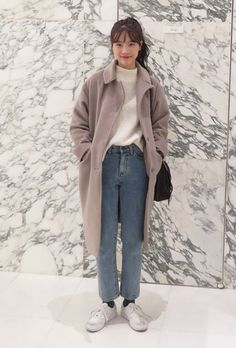 I love this but I would prob where slightly tighter pants or shorter trousers - Rebecca Chiam - Styles Cool Korean Fashion Trends, Korean Street Fashion, Korea Fashion, Asian Fashion, Look Fashion, Winter Fashion, Fashion Outfits, Seoul Fashion, Tokyo Fashion