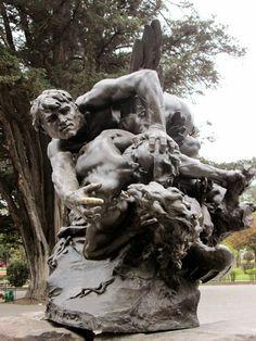 """""""La lucha eterna"""", en el Parque de El Ejido, Quito Ecuador."""