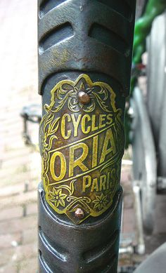 Oria racefiets, balhoofdplaatje (vintage racing bicycle, h… Retro Bicycle, New Bicycle, Bicycle Race, Logos Vintage, Vintage Bicycles, Vintage Lettering, Badge, Bike Details, Bike Brands