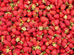Frische Erdbeeren auf dem Wochenmarkt in Istanbul Erenköy im Stadtteil Sahrayicedit in der Türkei