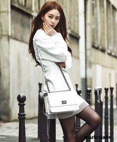 In her most recent pictorial, Han Ye Seul transformed into a Parisian. The charismatic femme fatale was stunning as she caught the eyes of viewers. On February 25, fashion magazine Marie Claire revealed the photo cuts of the actress for its March issue through its official Facebook account. The pict...
