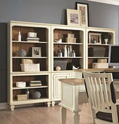 單座可拼組的彈性設計,讓大家在安排家中書櫃位置、數量時,更能配合個人需求,且下櫃有開放式、櫃門式兩種選擇。