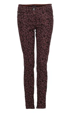 The patterned pants will make your outfit a special one Get The Look, Must Haves, Latest Trends, Autumn Fashion, Pajama Pants, Coat, Outfits, Design, Style