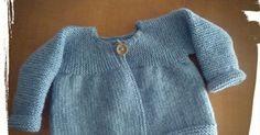Nunca he tejido una chaqueta en una sola pieza y después de ver lo bien que le quedó a creativaatelier ..., no pude resistirme... Knit Baby Sweaters, Knitted Baby Clothes, Baby Cardigan Knitting Pattern, Baby Knitting Patterns, Crochet Baby, Knit Crochet, Tricot Baby, Knitted Stuffed Animals, Baby Kimono