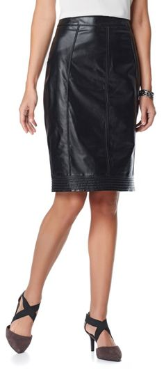 Tailored and a little bit edgy - this leather skirt will take your outfits up a notch! Whether dressing for the office or date night, there are so many ways to wear this! Are you a fan of the leather skirt trend? How would you wear this style?