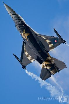 """Solo Turk F-16 RIAT 2011"" by Rich Harley, via 500px."