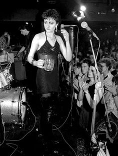 1976 Siouxsie: bitch, this beer is flat! gimme another one, bitch...