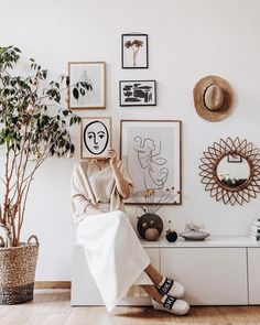 🌟🌿 Thank you for sharing this snapshot. Use to share your style with us. Designs 'Texture Line… Ikea Pax, Magazine Deco, Bedroom Decor, Wall Decor, Online Posters, New Room, Home And Living, Storage Spaces, Sweet Home