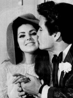 Elvis y Priscilla Presley Elvis Presley, Elvis Y Priscilla, Priscilla Presley Wedding, Before Wedding, Wedding Day, Wedding Ceremony, Wedding Venues, Wedding Kiss, Wedding Shit