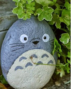 1001 creative DIY ideas with pebble painting Pebble Painting, Pebble Art, Stone Painting, Pebble Stone, Totoro, Stone Crafts, Rock Crafts, Arts And Crafts, Oil Based Markers