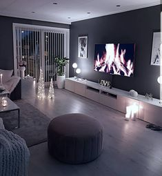 home decor Cozy living room dark wall gray taupe black light sofa wooden floor Dark Living Rooms, Room Interior, Apartment Living Room, House Interior, Apartment Decor, Living Room Grey, Dark Walls Living Room, Living Room Decor Cozy, Living Design