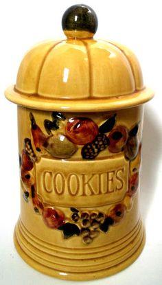 "Los Angels potteries ""Fruit"" cookie jar - gold"