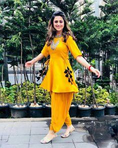Bollywood Reyon pakistani indian designer Yellow dress for wedding and party Indian Fashion Dresses, Indian Gowns Dresses, Dress Indian Style, Indian Outfits, Pakistani Dresses Party, Punjabi Fashion, Pakistani Frocks, Salwar Kurta, Shalwar Kameez