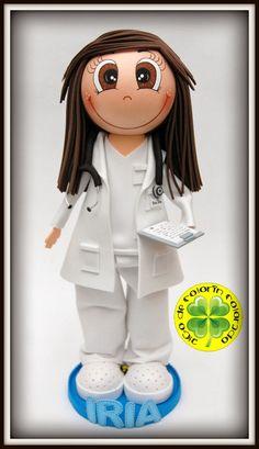 En esta época del año, la gripe y los catarros son bastante frecuentes...por eso la fofucha que hoy os traemos está muy bien encuadrada en este contexto...nuestra fofucha médico! ¡Ojalá os gusté!
